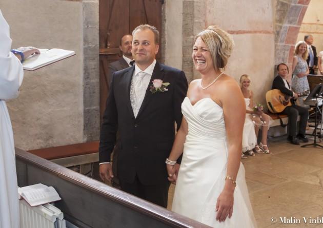 Vigsel Ann-sofie anders skratt kyrka brud brudgum