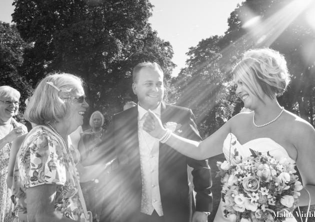 bröllop solstråle motljus glädje brud brudgum
